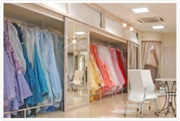 県内最多の品揃えの中から、お好きな衣装を選べます